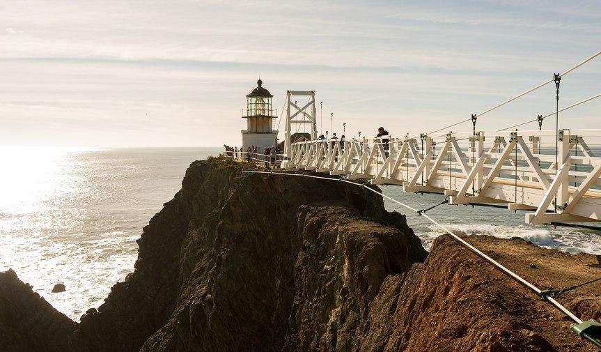 1200px-Point_Bonita_Lighthouse,_January_2013